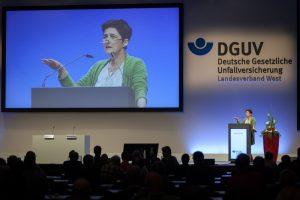 NRW-Ministerin Barbara Steffens bei ihrem Grußwort - Bildnachweis: Christian Fessel