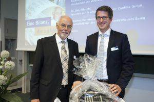 2) Johannes Hartmann, langjähriger Geschäftsführer des Elisabeth-Krankenhauses Essen, und sein Nachfolger Peter Berlin