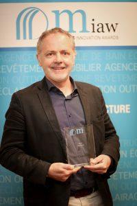 Kaldewei Sales Director Raymond Piquemal nahm den MIAW design & innovation award 2017 für die Kaldewei Produktlinie Miena entgegen.