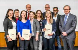 Bakeerathan Künzel (2.von rechts) und Laura Müller (3. von rechts) bei der Auszeichnung ihres Posters durch die Deutsche Gesellschaft für Kardiologie. Große Freude bei den beiden Herzkatheterlabor- Assistenten über den ersten Preis.