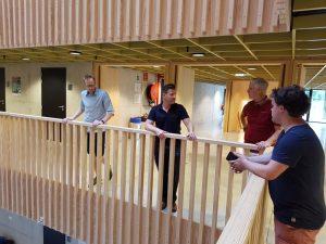 Prof. Dr. Filip Struyf (im Bild 2. v.l.) erläuterte den Gästen aus Bochum den Neubau. Foto: hsg