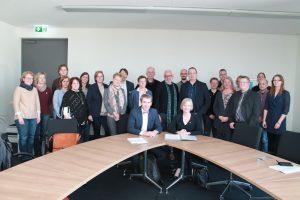 Unterzeichnung der Kooperationsvereinbarung mit Dozierenden und Studierenden. Foto: hsg