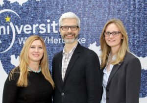 v.l.n.r.: Klarita Nestler (Forschungsförderung), Prof. Dr. Tobias Esch, Lena Werdecker