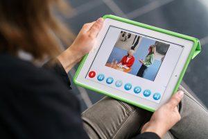 hsg, Hochschule für Gesundheit, 06.10.2016 - Kerstin Bilda und Elisabeth Meyer mit Tablet zum Thema e-learning - Foto Volker Wiciok