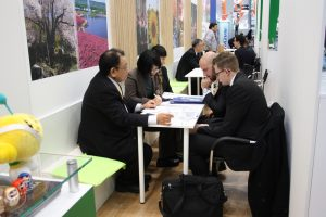 german-japanese_business_meetings_during_compamed_2016