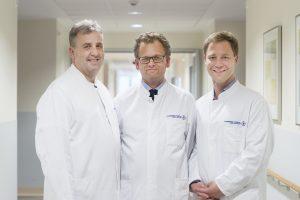 """Freuen sich über die Anerkennung durch die """"Deutsche Kontinenz Gesellschaft"""": Oberarzt Oleg Gurenko, Chefarzt Prof. Dr. Gernot M. Kaiser und Dr. Mark Banysch, Leitender Oberarzt."""