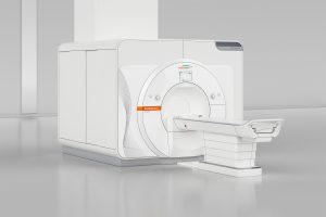 Der 7T MRT-Scanner Magnetom Terra von Siemens Healthineers ist der erste Ultrahochfeld-MRT, der für den klinischen Einsatz zugelassen ist. The 7T MRI scanner Magnetom Terra from Siemens Healthineers is the first-ever ultra-high-field MR scanner to be approved for clinical use.