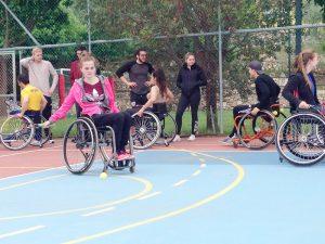 Den Alltag bewältigen und Sport treiben, das ist auch mit Handicap möglich. Die Teilnehmer des Inklusionscamps lernen unter anderem gemeinsam das Tennis spielen.