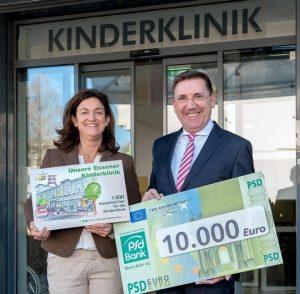 Dr. Martin Münstermann übergab eine Spende in Höhe von 10.000 Euro an Prof. Dr. Ursula Felderhoff-Müser