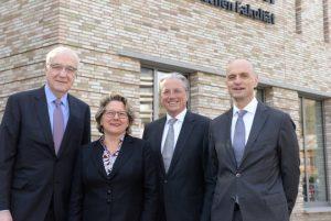 Von links: Dr. Fritz Pleitgen, Deutsche Krebshilfe, NRW-Ministerin Svenja Schulze, Prof. Dr. Jochen Werner, Ärztlicher Direktor und Vorstandsvorsitzender des UK Essen, sowie Prof. Dr. Martin Schuler,